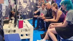 Alain Berset und 18 Schweizer Game-Entwickler an Gamescom