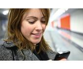 iPhone_Frau_handy_smartphone_sms_telefonieren_telekom.jpg