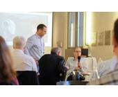Die Besucher des Business Breakfast der Fernfachhochschule Schweiz (FFHS) diskutierten mit den Referenten über die Chancen und Gefahren von Deep Learning für Unternehmen.