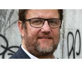Reinhard Riedl hat in reiner Mathematik promoviert und zu Fragen der IT, Ökonomie und Rechtswissenschaft geforscht. Riedl leitet das transdisziplinäre Zentrum «Digital Society» an der Berner Fachhochschule.