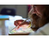 Apple Tablet und Schülerin